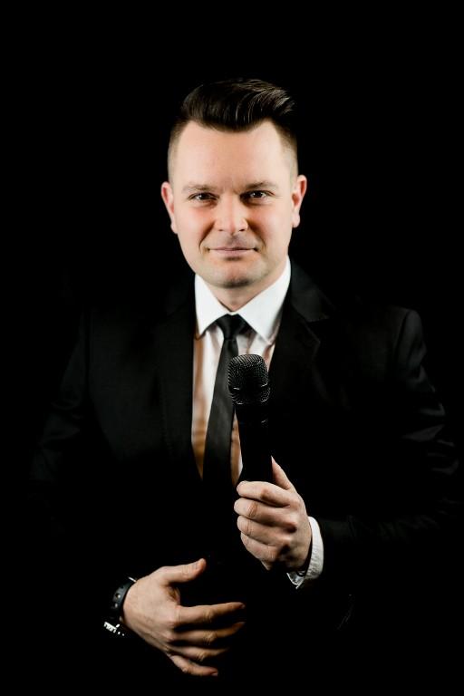Titus Ilovan – MC